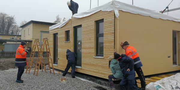 Partnerstory Aufstellung eines COMMOD Modulhauses mit Brandl Transporte