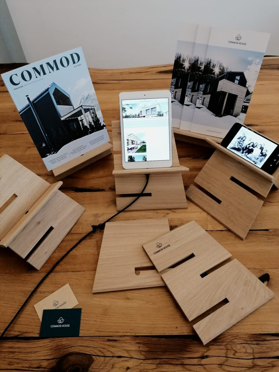 COMMOD HOUSE Tablet Stand