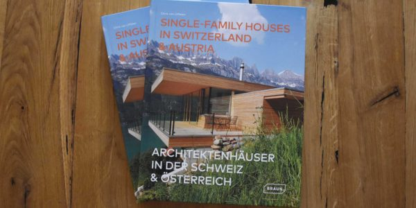 """2 COMMOD Häuser in """"ARCHITEKTENHÄUSER IN DER SCHWEIZ UND ÖSTERREICH"""""""